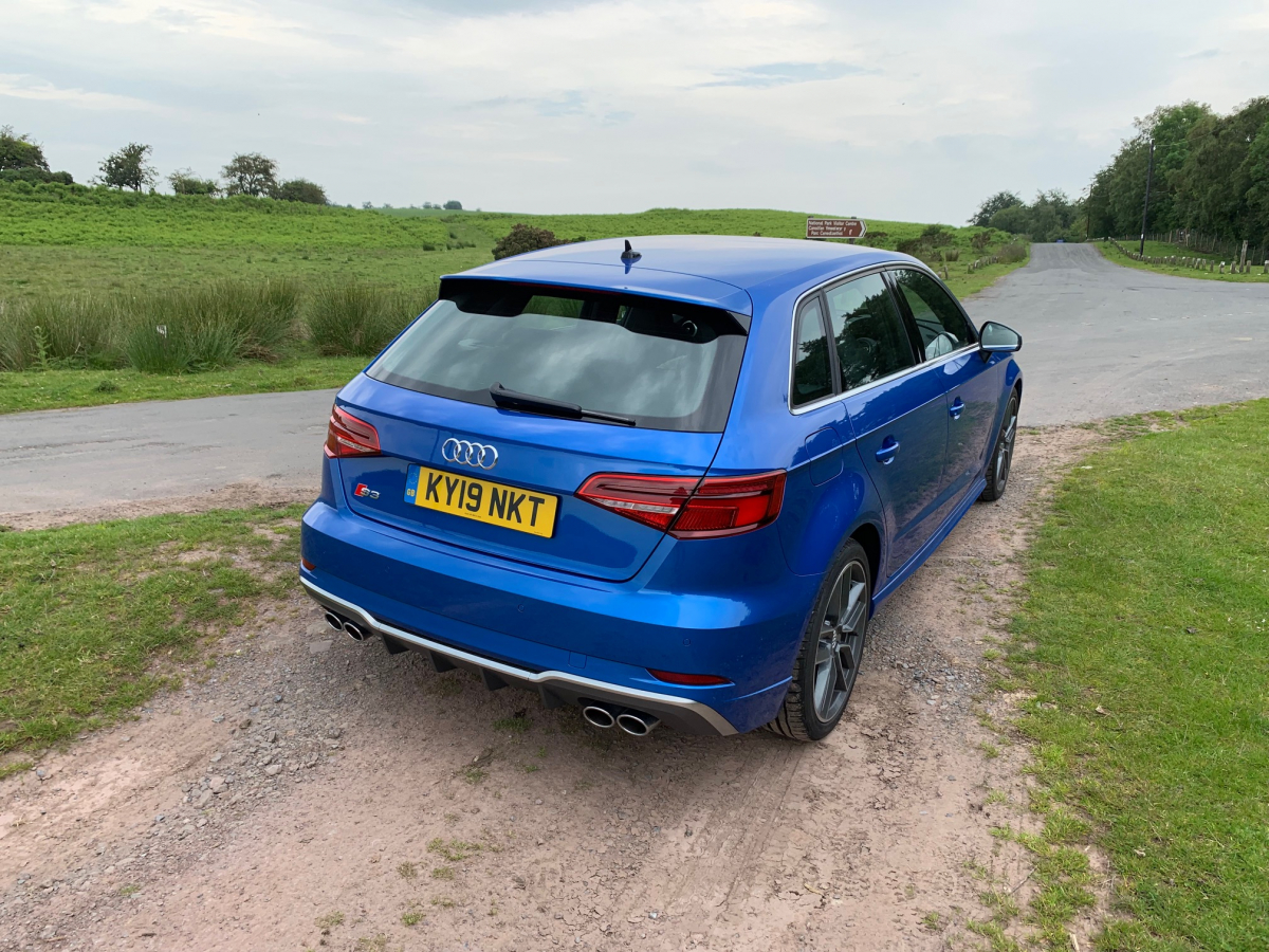 5 Red-Hot Hatches Road-Tested by Regit