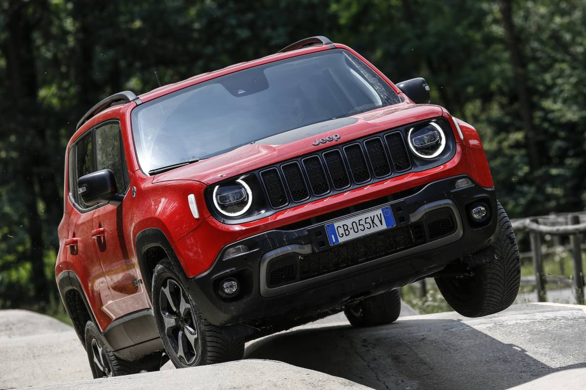 Jeep Renegade 4xe Plug-in Hybrid Revealed (2020 Launch) Image