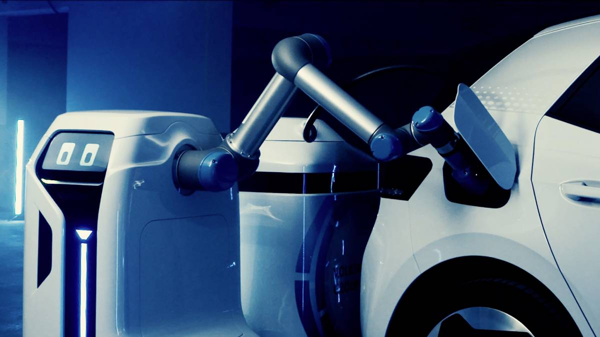 New Robot Finds Your Electric Car And Charges It