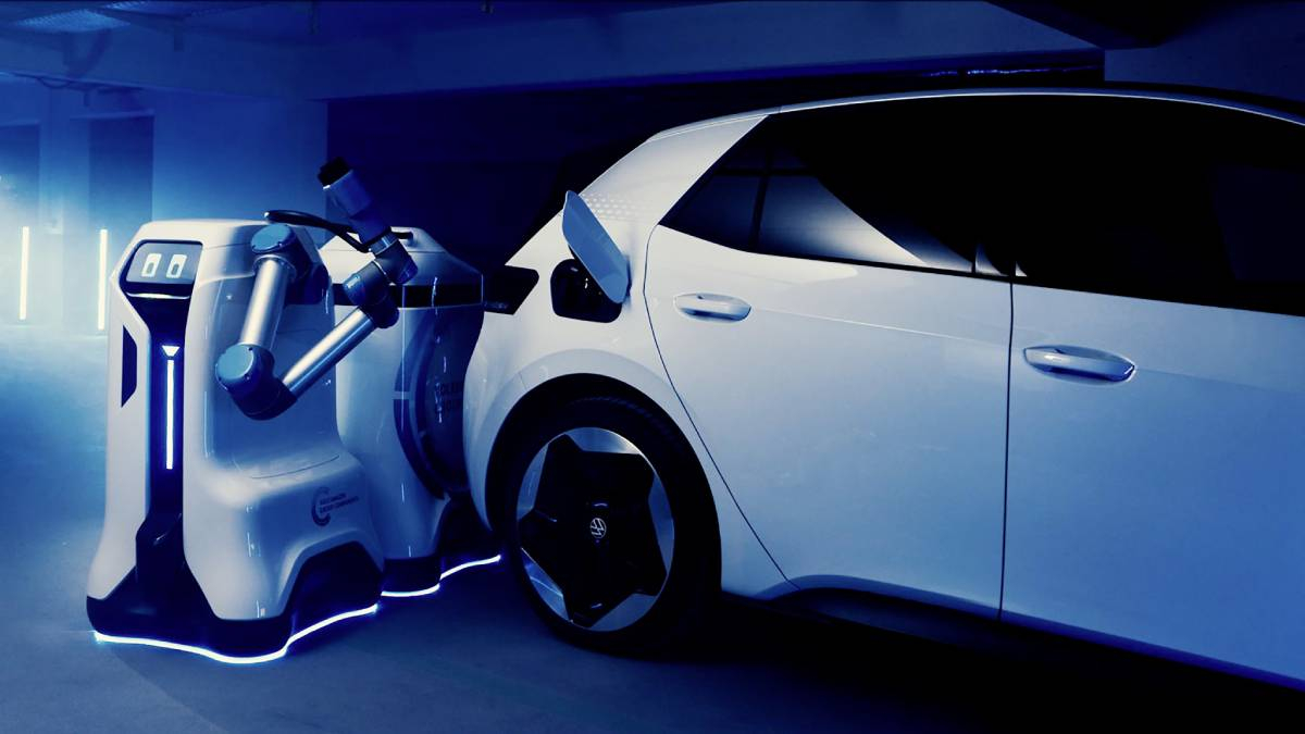 New Robot Finds Your Electric Car And Charges It Image